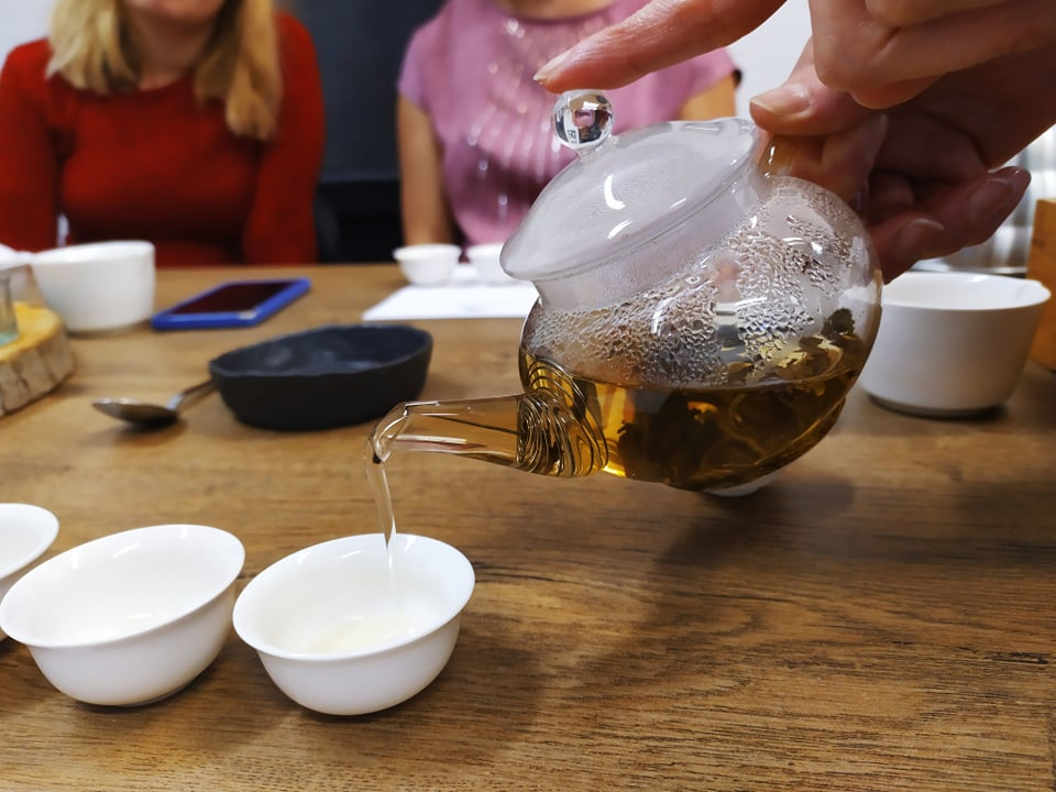 Megkóstoltuk az első magyar fehér teát!