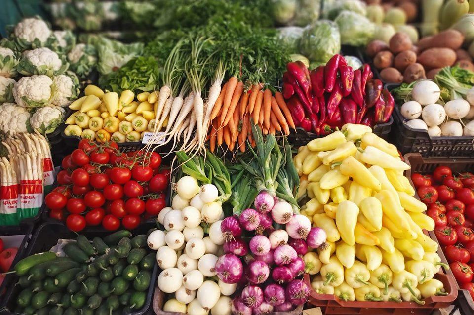 """""""Már maga a kirakat  elárulja,hogy milyen termékekre számíthat az ember"""" – A követendő zöldséges a Pilisben"""