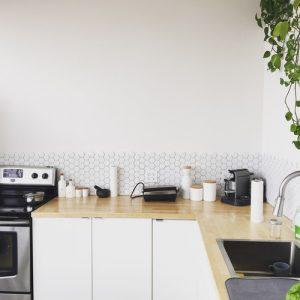 Tavaszi nagytakarítás Nehezen takarítható helyek a lakásban: a konyhaszekrény is ilyen