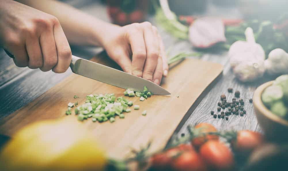 Miért szükséges éles kés a konyhai műveletekhez?
